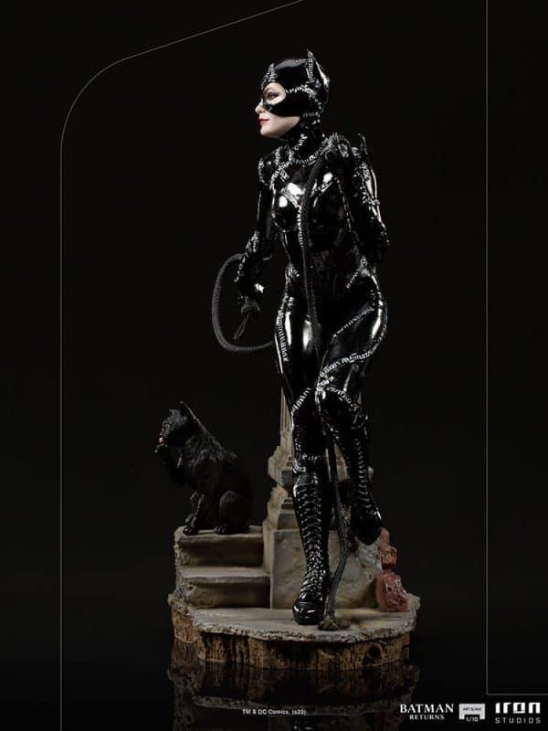 catwoman_dc-comics_gallery_5fe123e08192b-600x800