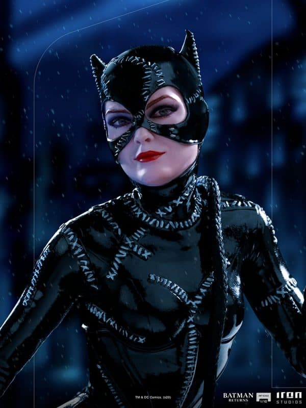 catwoman_dc-comics_gallery_5fe123e3bb4bf-600x800
