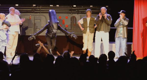 Alien-on-Stage-005-600x330