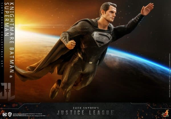 Hot-Toys-Zack-Snyder-Justice-League-Knightmare-Batman-and-Superman-Collectible-Set_PR21-600x420