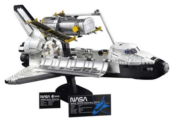 LEGO-NASA-Space-Shuttle-Discovery-10283-9-600x421