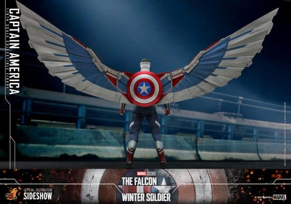 Captain-America-Sam-Wilson-Hot-Toys-5-600x422