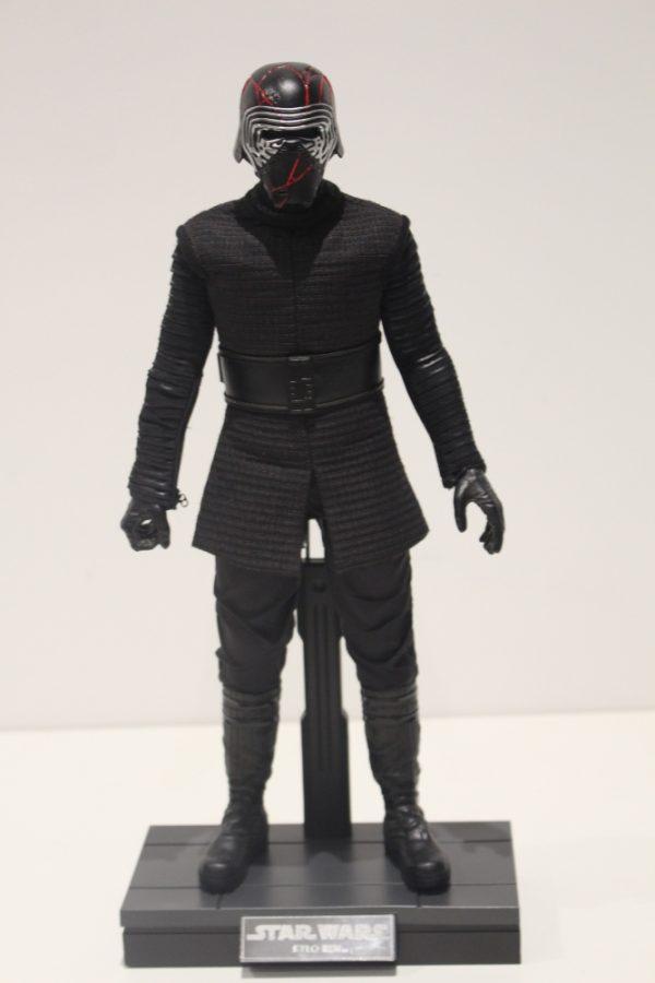 Star-Wars-Kylo-Ren-Hot-Toys-Rise-of-Skywalker-7-e1623324502470-600x900